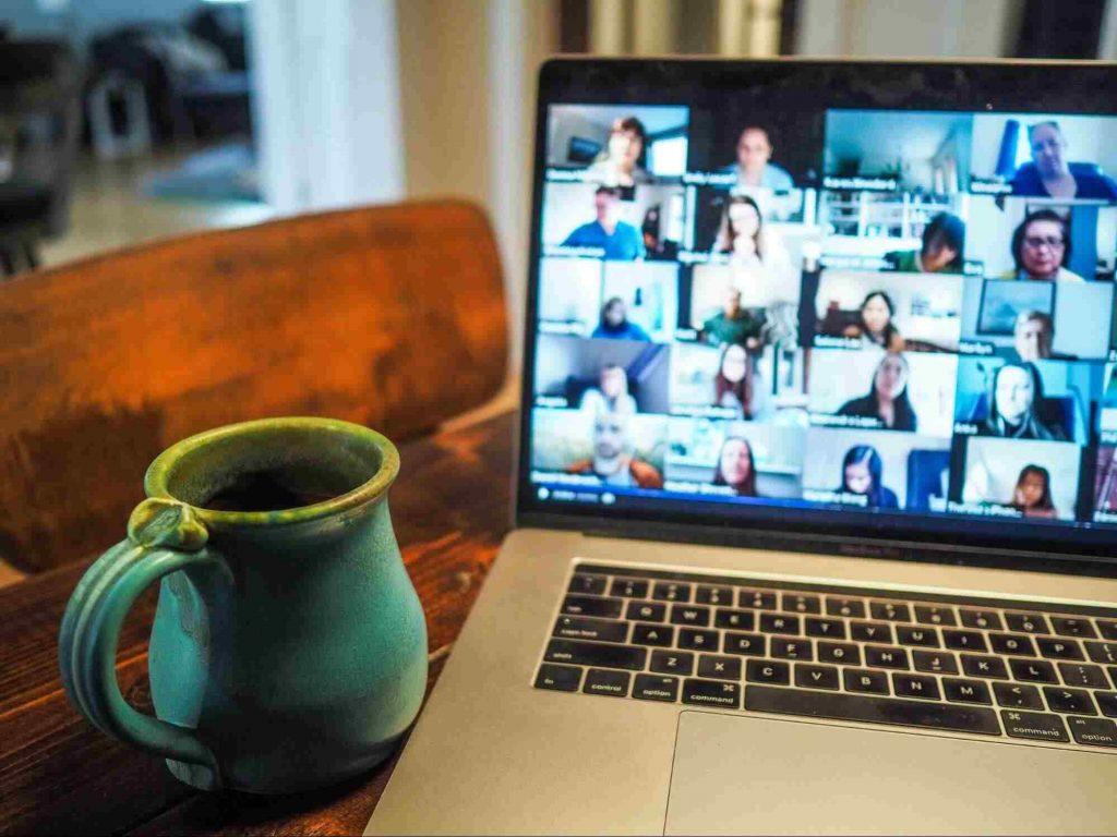 fleksibilitas cara kerja via online