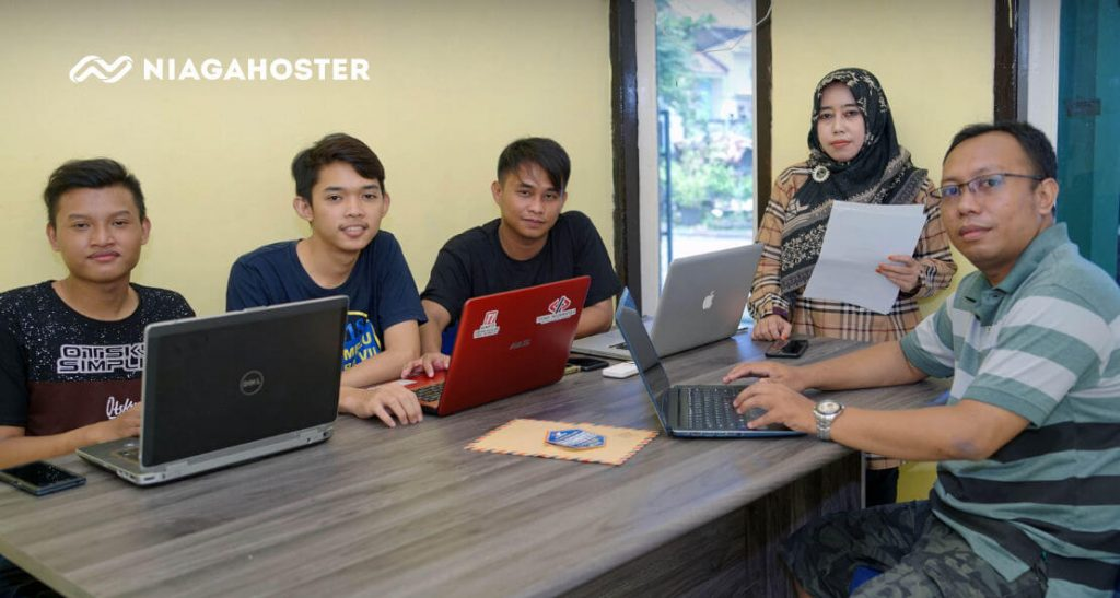 Tim Posnetindo Bersama Arie Daldiri