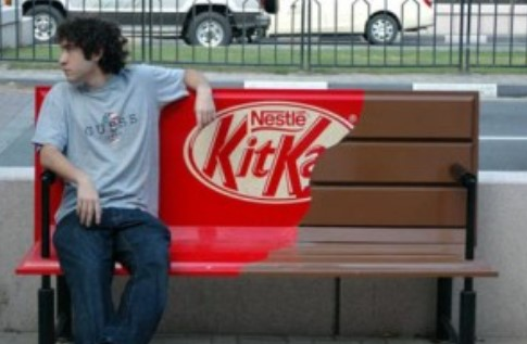 Ambient Marketing KitKat