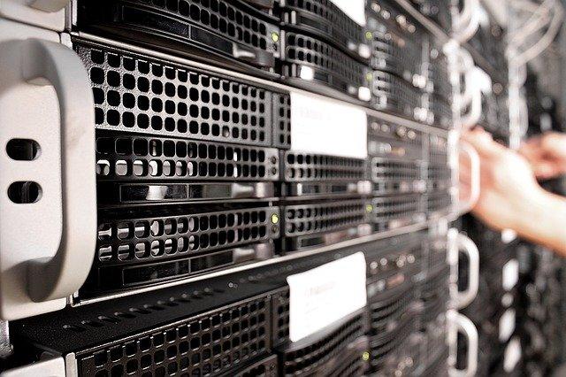 Database cPanel vs Plesk