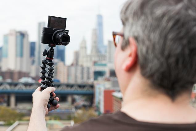 tripod untuk menunjang vlogging