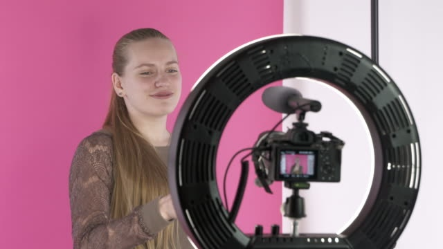 ring light untuk membantu pencahayaan vlogger