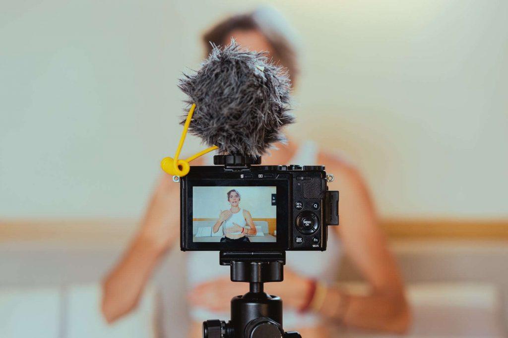 membangun ciri khas dengan personal branding sebagai vlogger