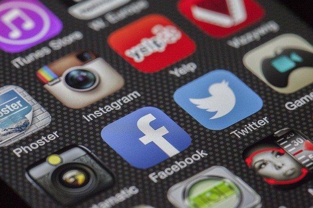 ragam media sosial di dalam layar ponsel