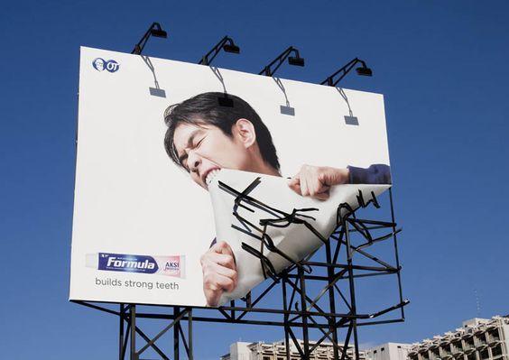 billboard contoh advertising offline