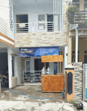 Ahzelan membuka toko fotocopy palsu